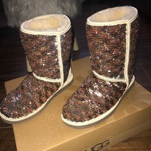 SPARKLY UGGS THAT CHANGE COLORS